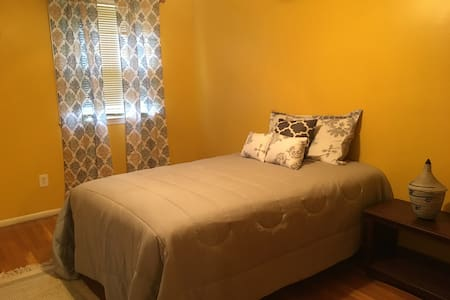 The Suite Daddy, Private Rm Central to Everything - Upper Marlboro - House