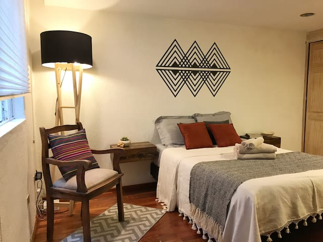 Cozy apartment, great location!