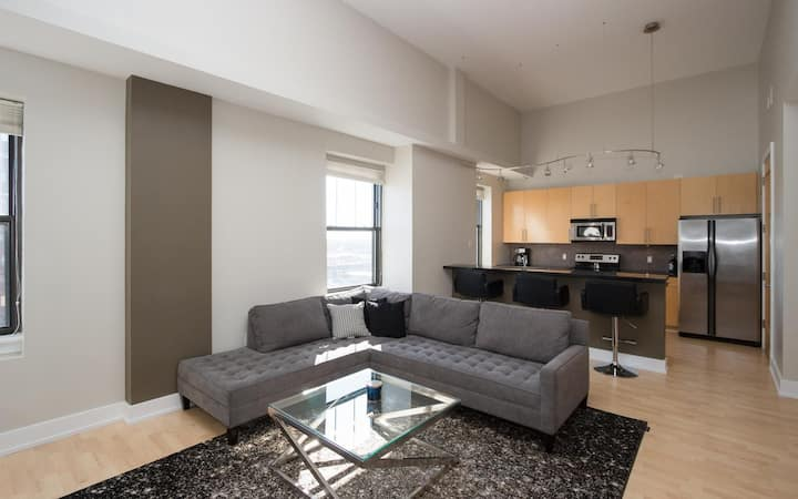 *Newly Updated* Modern Penthouse Condo in Downtown