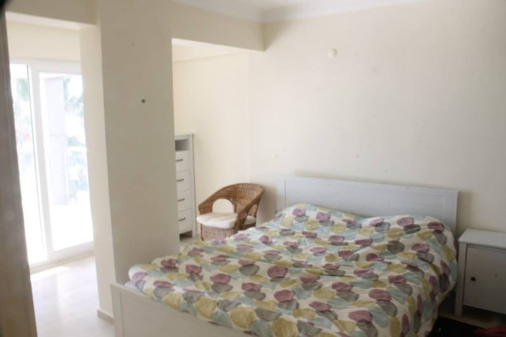 Double bedroom with access to the balcony