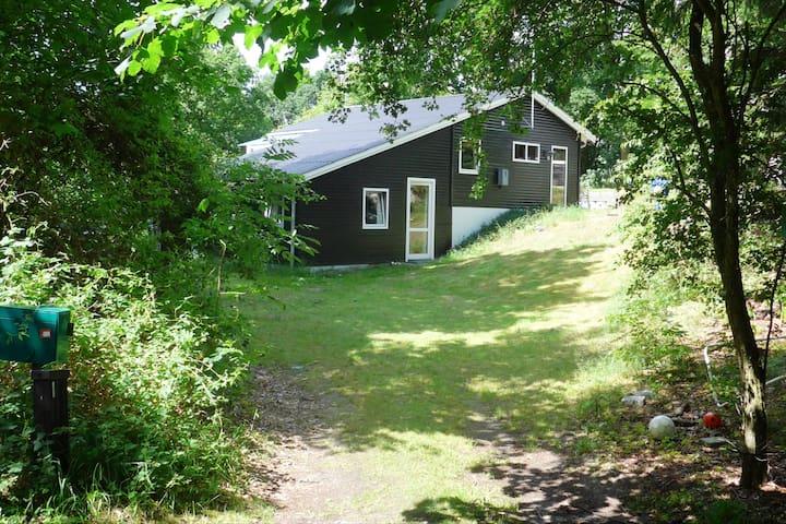 Sommerhus på Granvej 22, Fjellerup Strand - Glesborg - Cabin