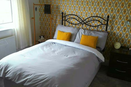COMFY DOUBLE ROOM, Home From Home! - Radcliffe - Rumah