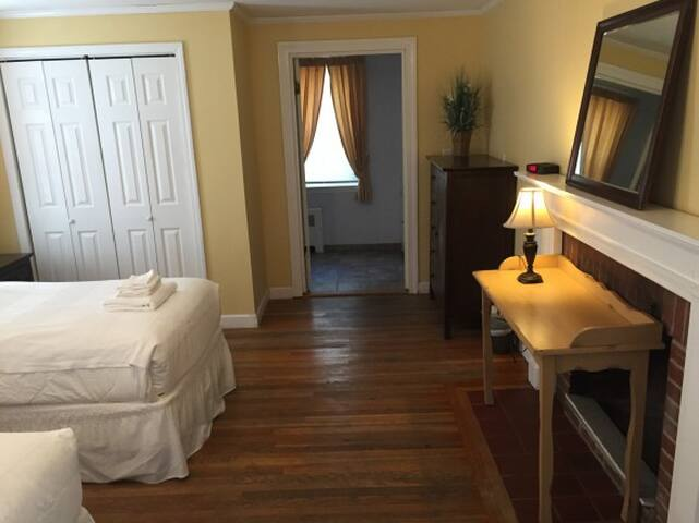 Room in Guest House, 2+ Twin Beds - Newton