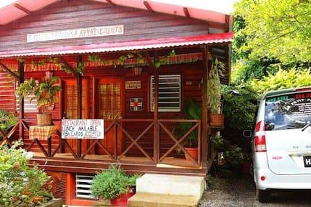 Le Petit Paradis Guesthouse & Restaurant - Casa de huéspedes
