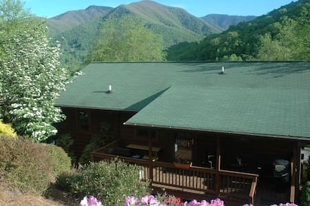 Comfy.. cozy.. serene.. Maggie's Serenity.. - Maggie Valley