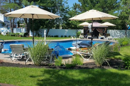 Pre-Labor Day Week Special @ Mansion w heated pool - Ház