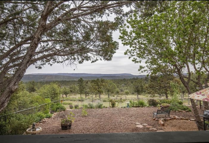 Cozy Garden Cottage of the Rim-View!Hike&Relax!