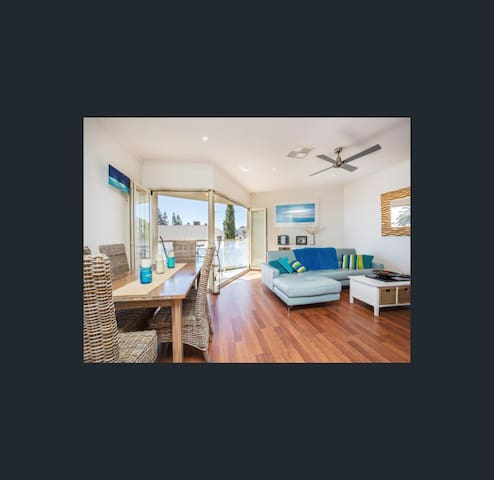 Beach Front Apartment - Seacliff - Apartment