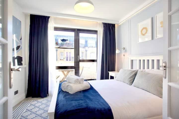 Stunning Soho Apartment | Luxury 2 Bed | Terrace
