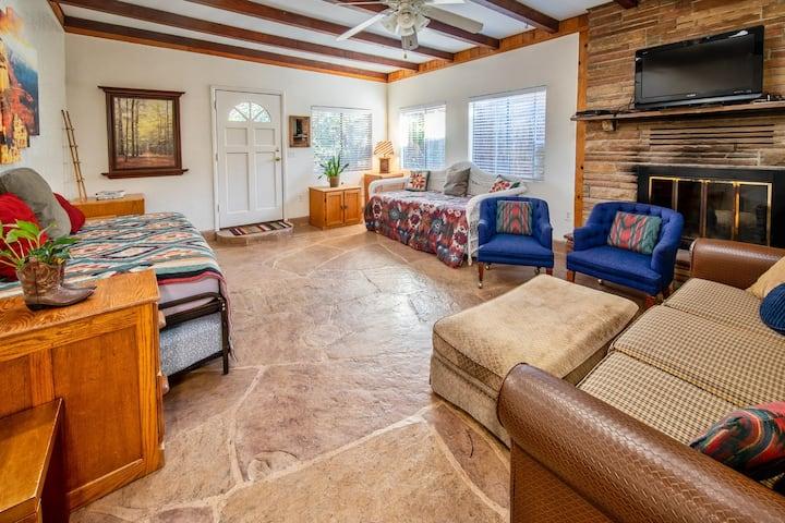 Serene Sedona Retreat! Private, cozy yet spacious!