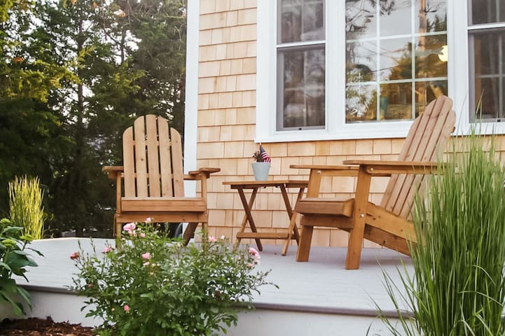 Charming Cottage, Walk to Beach, Whale Watch, Town