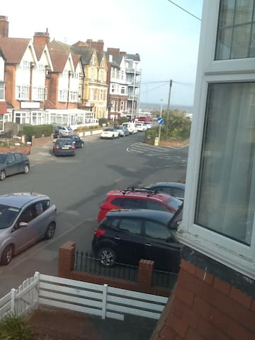 Two Bedroom Flat With Sea View - Bridlington - Pis