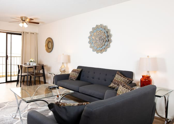 Comfort in Hollywood-Fully Furnished