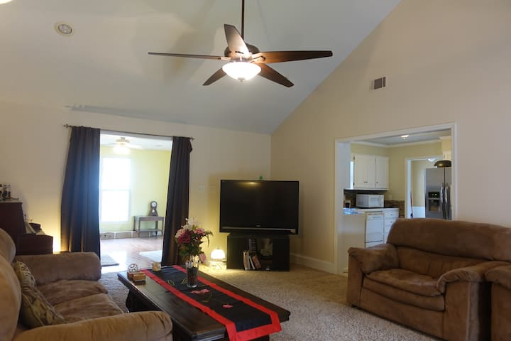 Private room safe quiet clean near National Golf - Martinez - Casa