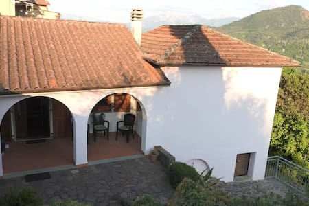 Traditional village house, Tuscany - Montale - Casa