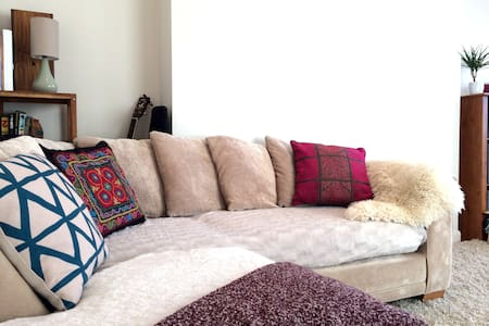 Light, Cosy, Artists Southside Full Apartment - Glasgow