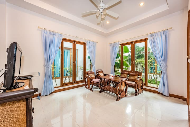 A family 2bed house kata beach