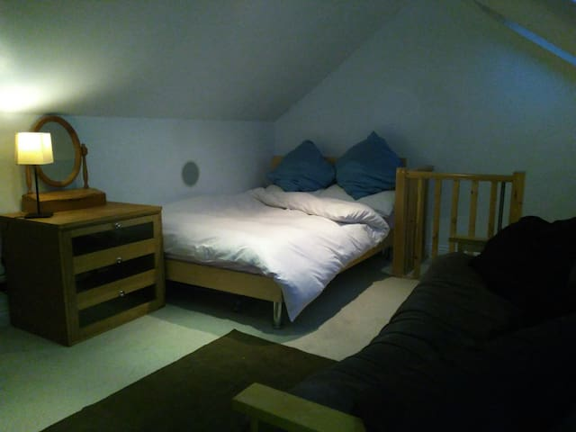 Large Double Loft Room Luton Centre - Luton