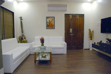 Bright and Airy Room in Decent Bunglow. Matoshri.
