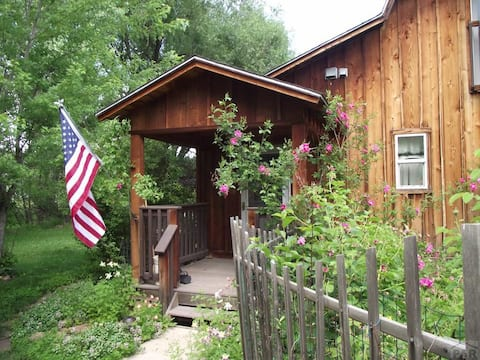 Whispering Pines - Cottage on a creek, Beulah, CO