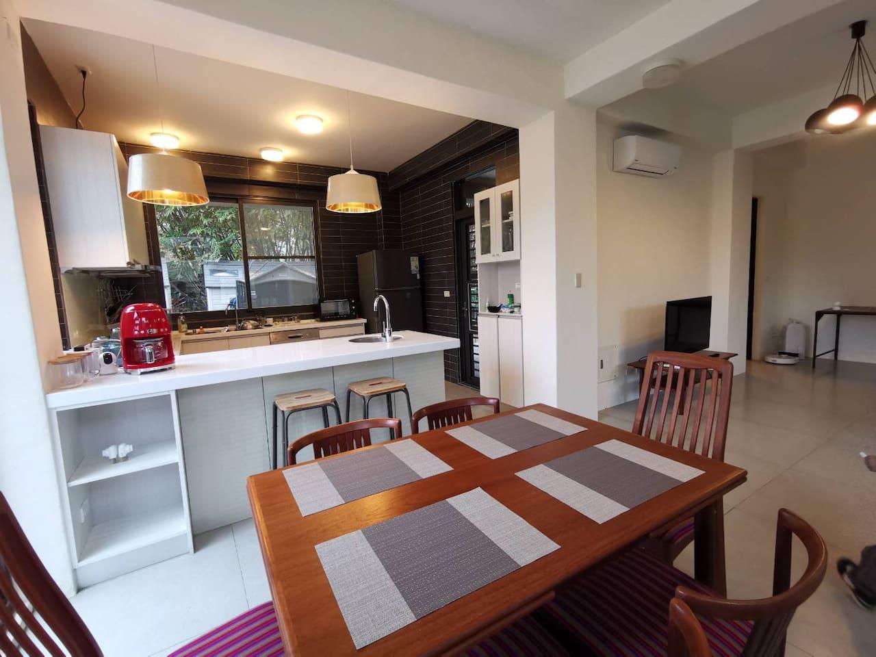 餐桌及廚房