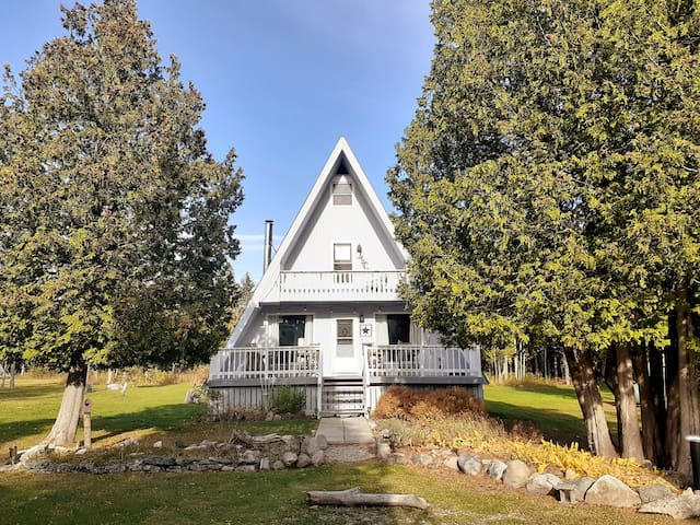 Pike Bay Nice Cottage, 5 acres, 3 min bike to lake