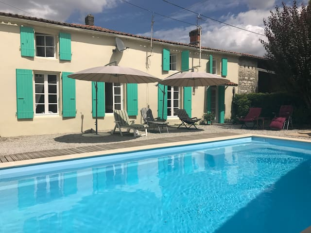 Charentaise Cottage with Pool