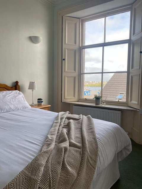 Town house with spectacular harbour view.