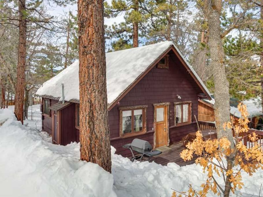 Bear hollow vintage cabin with spa cabins for rent in for Cabins for rent in big bear lake ca