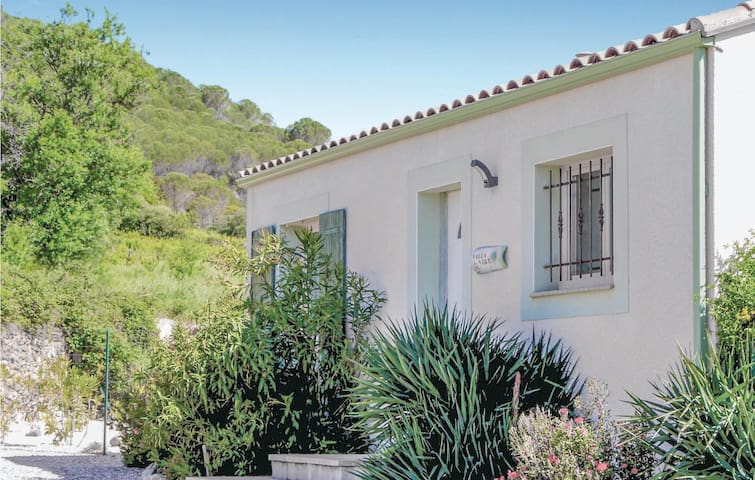 Holiday cottage with 5 bedrooms on 68m² in Tuchan