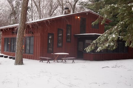 Eagles Nest LLC river view cabin - Baraboo - Haus