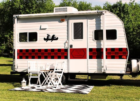 Lake Simcoe cozy camper better than cottage rental
