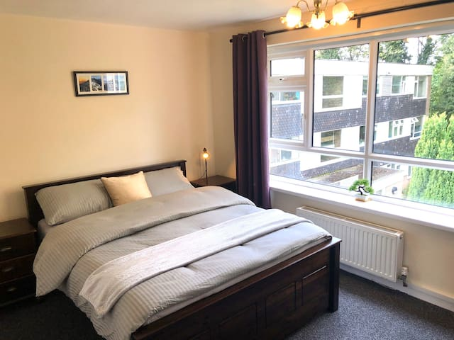 King Bed in Solihull (very close to Town Centre)