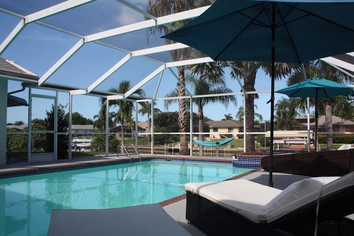 The Illoura Loft Style Puristic Waterfront Pool Bungalows For Rent In Cape Coral Florida
