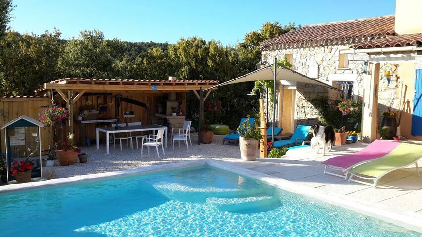 Chambre 2 chez l'habitant dans villa avec piscine