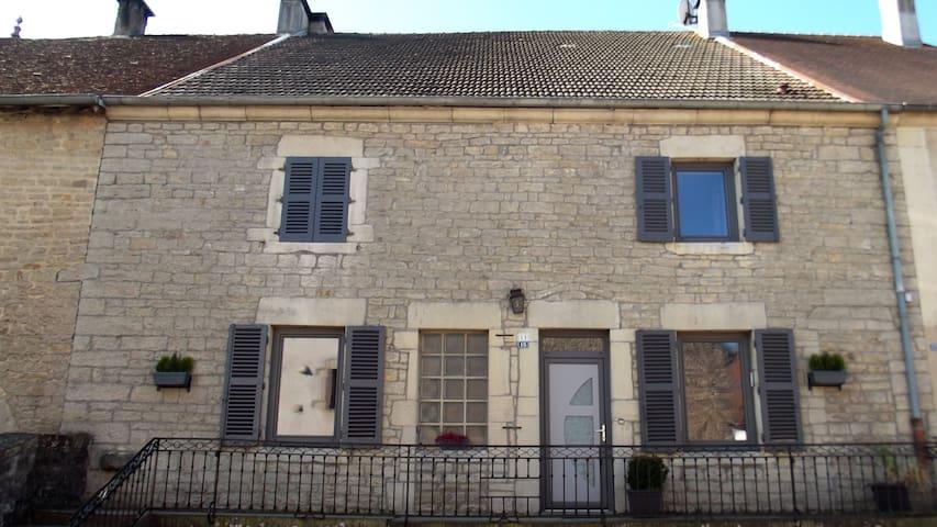 Maison de village - Pannessières - Talo
