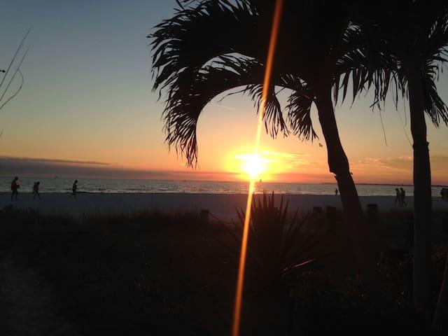 Beachy Condo, 200 Feet From The Gulf