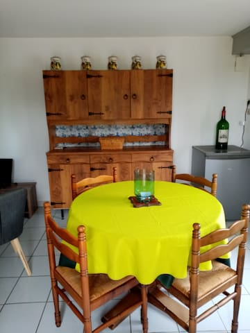 Rions : Maison avec jardin et vue sur les vignes