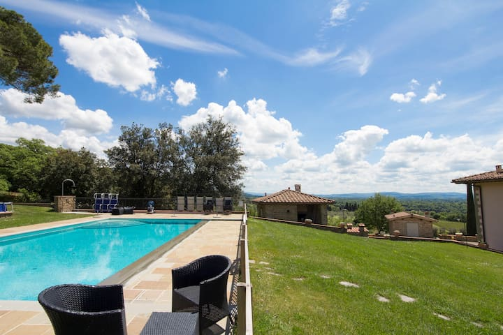 Apt with terrace, pool, WIF in Villa Casaforte.