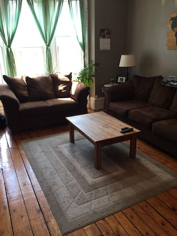 Huge Victorian Flat Next to Commons - Halifax - Apartemen
