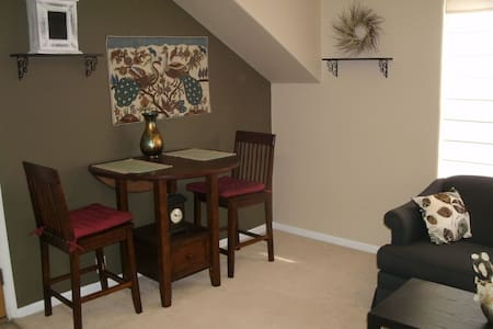 Cozy furnished studio with all the amenities. - Colorado Springs