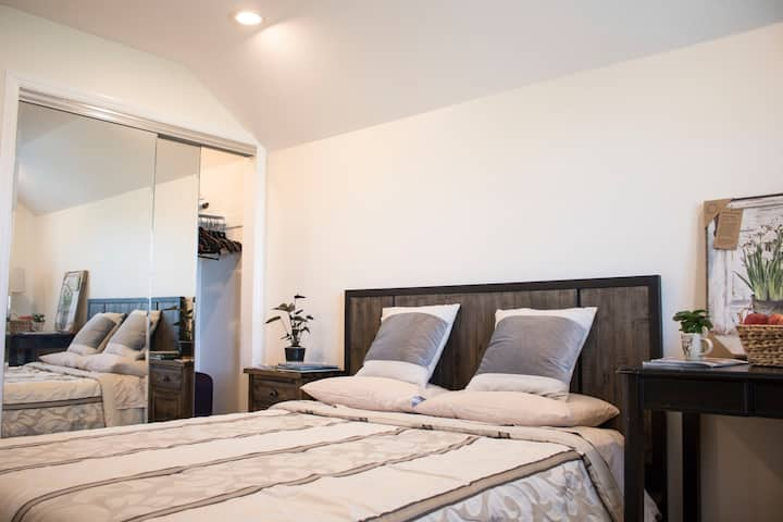 Loosen in a Lovely Quiet Contemporary Bedroom