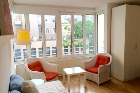 Sunny, charming studio in heart of Vienna - Vienna