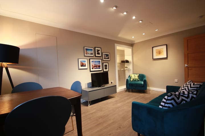 Secure Free Parking, Private Balcony & Free Wi-Fi