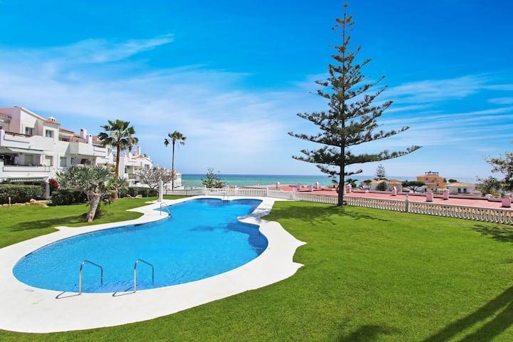Appealing Holiday Home in Las Lagunas de Mijas with Pool