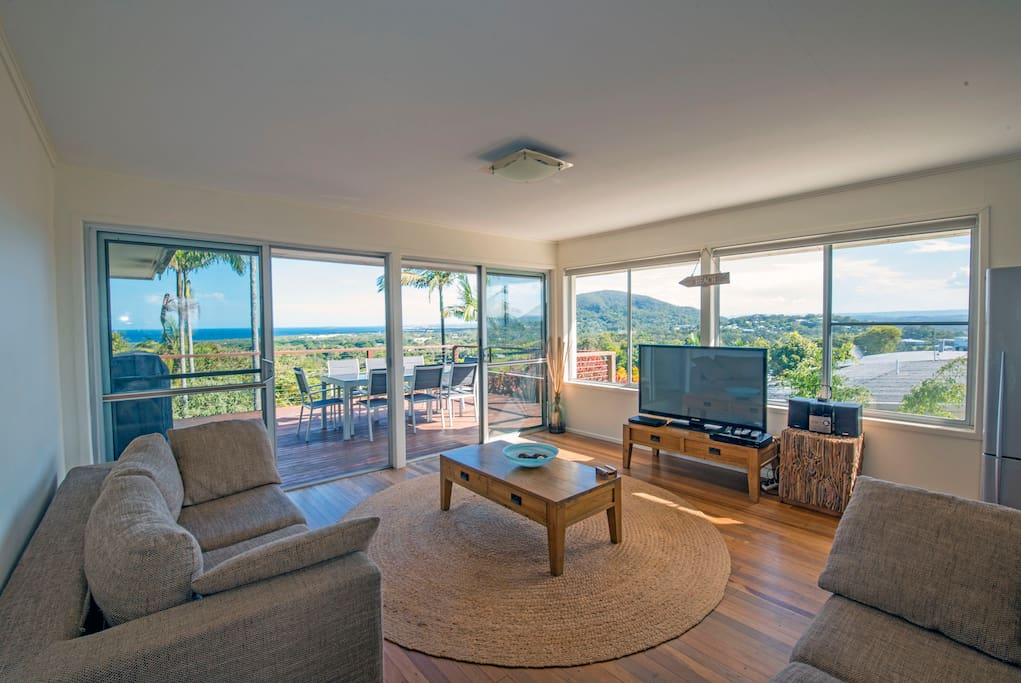 Relax and unwind in the lounge room, overlooking the spectacular views of the ocean and Mt Coolum.