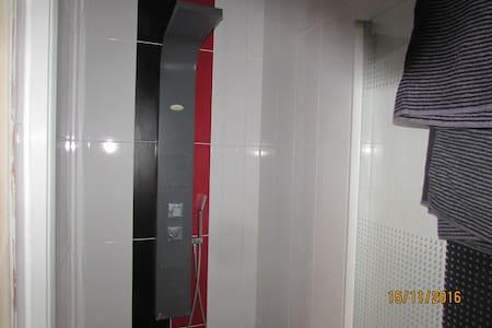 Chambre avec salle d'eau privative - Rezé - Earth House - 2