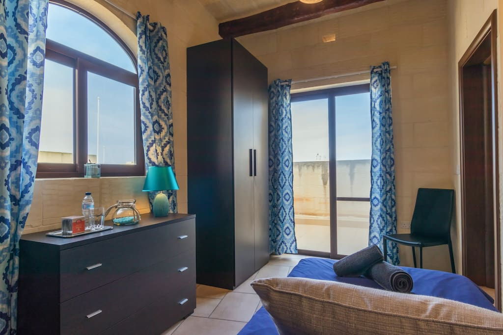 Turquoise Single Room with Terrace.