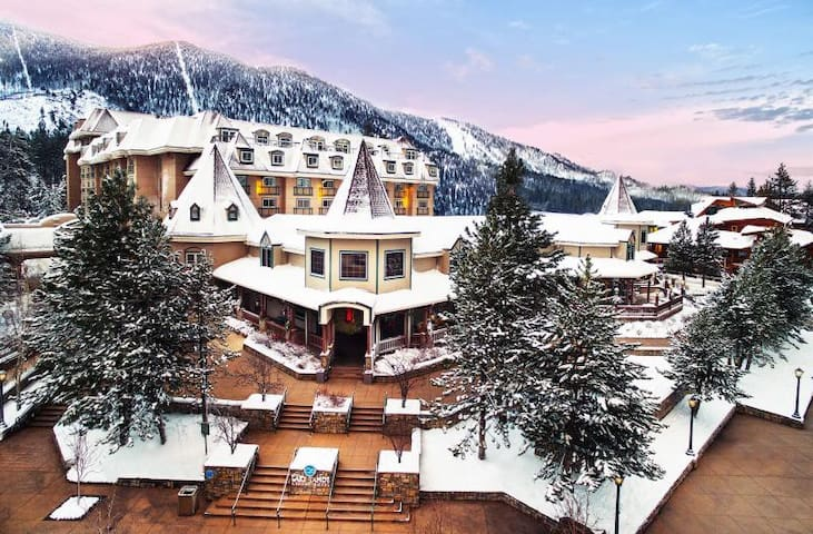 SKI SEASON! LAKE TAHOE SUITE, W/ HEATED POOL, SPA