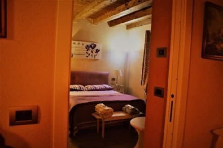 Camera matrimoniale con bagno camera